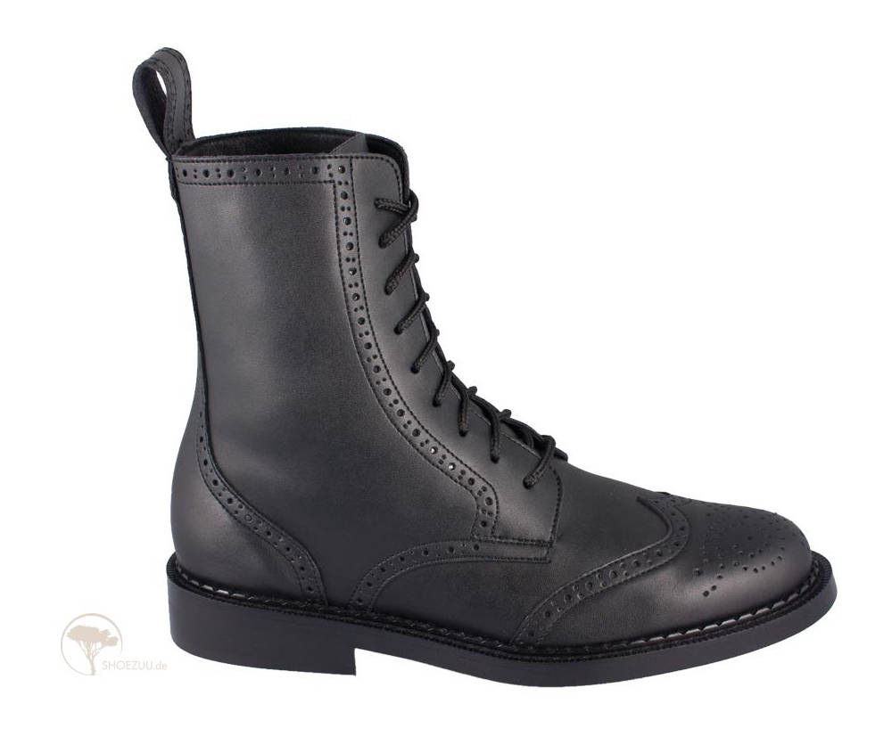 Shoezuu-9- Eye-Brogue-Boot-Black