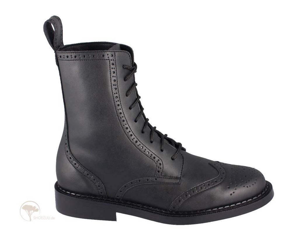 Shoezuu-9- Eye-Brogue-Boot-Black