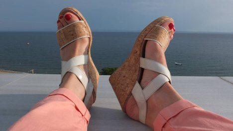 Der vegane Schuh-Shop Shoezuu und die NAE Cleo Cork Wedges im Test