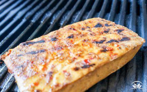 veganes-steak-auf-grill