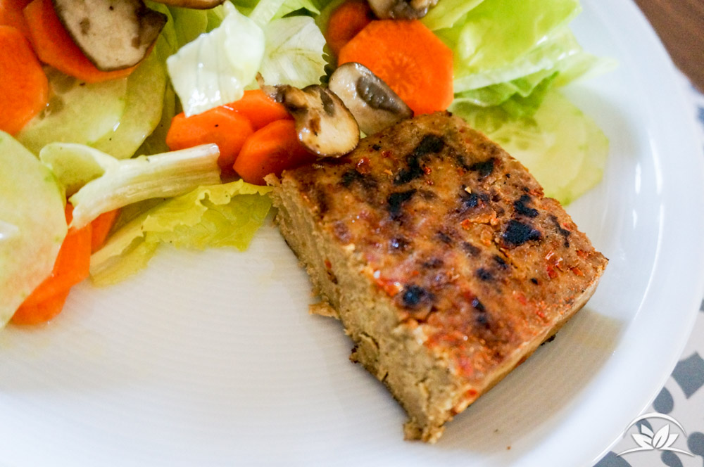 veganes-steak-mit-salat